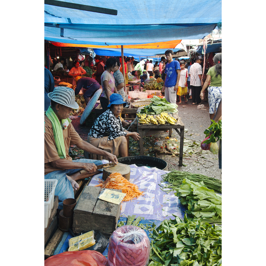 market place, vegetable,fruit, markkinat, tori, katukauppias, vihannes, hedelmä, Manado, North-Sulawesi, Indonesia